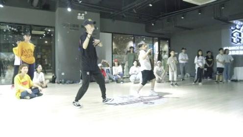 这就是街舞 易烊千玺老师 北京嘉禾舞社创意总监波波老师大师课