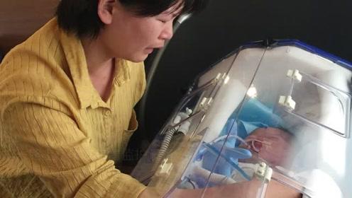 早产宝宝生命垂危,爸妈花6万雇人帮其转院,奶奶追着救护车大哭