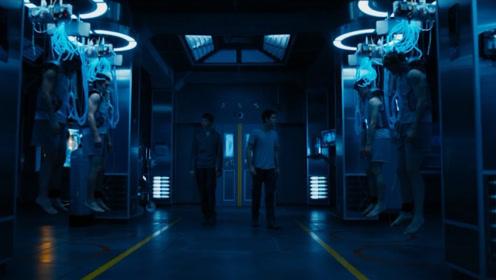 以为躲过丧尸就能活命,不小心打开实验室门,被眼前一幕吓倒了!