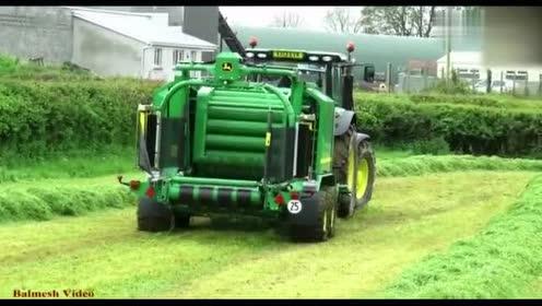 大型约翰迪尔青草打包机,效率还是蛮高的,一小时能收几十亩