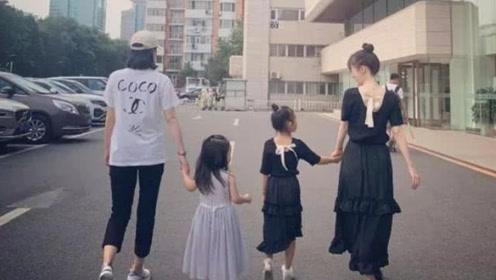 李小璐甜馨扎丸子头穿母女装与董璇母女聚会