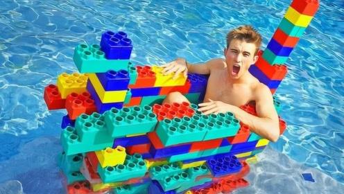 乐高积木有多厉害?老外用乐高积木拼出了个小船,竟然还能下水?