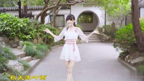 清纯小姐姐公园热舞落花情,动人靓丽
