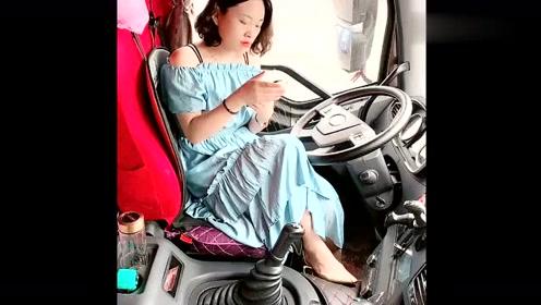 货车女司机在车上化妆打扮,难道是去相亲吗?咱也不敢问