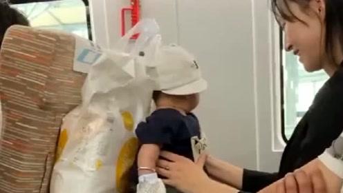 火车上碰到的小宝宝,能不能借给我,让我盘一盘太可爱了