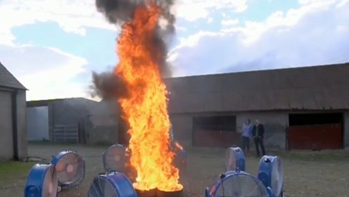 """用风扇制造""""火焰龙卷风"""",这么炫酷的场面不允许你没看过!"""