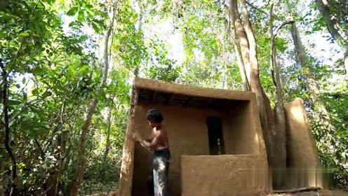 荒野求生:农村小哥深山里修建出私人别墅,这手艺看得人佩服不已