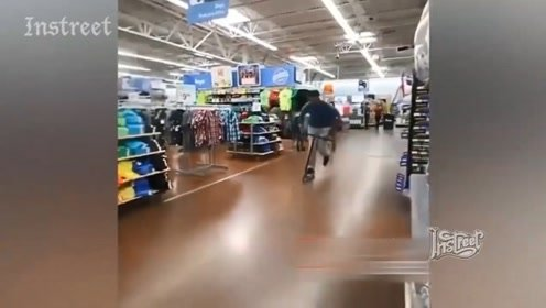 在超市玩滑板车还敢空翻,真不怕被人赶出去
