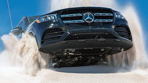 奔驰顶级SUV陷入沙坑,车主摁下变形按钮,一脚油门全是惊艳!