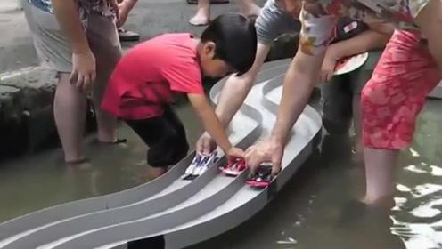 老外用四驱车挑战水跑道,六个回合后,结果着实让人意想不到