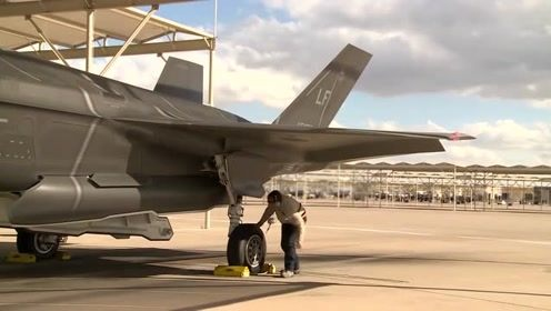 F-35战斗机轮胎维护画面曝光,宝贵镜头不容错过
