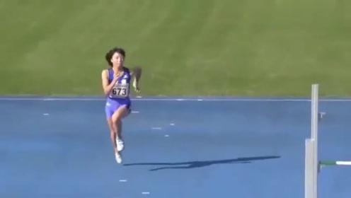 日本女子运动会跳高,跳前操作以为是王者,下一秒尴尬了!