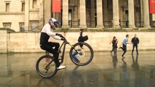 外国小伙儿单轮骑行赛车,技艺精湛,真是太优秀了!