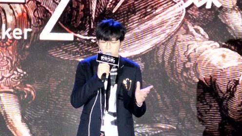 刘宇宁现场演唱《使徒行者2》主题曲《如约》 太好听了现场人都陶醉了