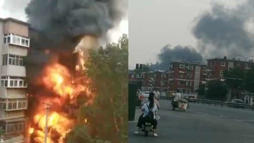 疑似施工电焊惹祸,半个居民楼被燃