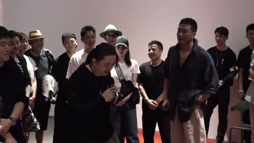 张曦个人影展举行  演员胡军担任策展人