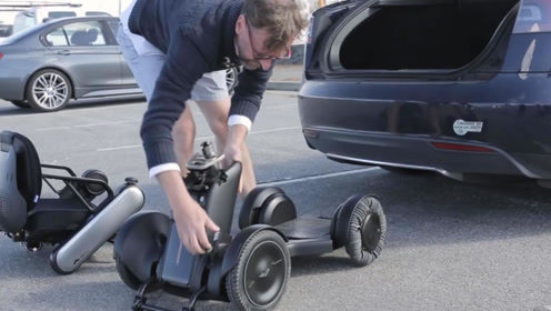 装备48个滚轮的轮椅,30度爬坡不费劲,能快速拆卸塞进后备箱