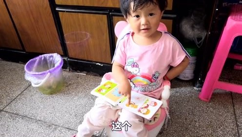 宝宝从小就这么爱学习,看她努力的样子,长大能成为学霸吗?