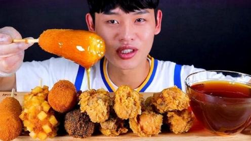 韩国吃货小哥真能吃,吃热狗和鸡腿,配上蜂蜜,开眼界了