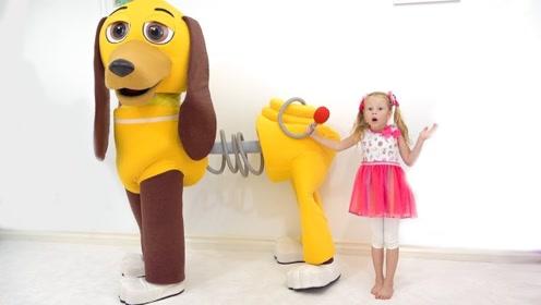小萝莉和爸爸玩捉迷藏,发现一只玩具狗,结果很意外