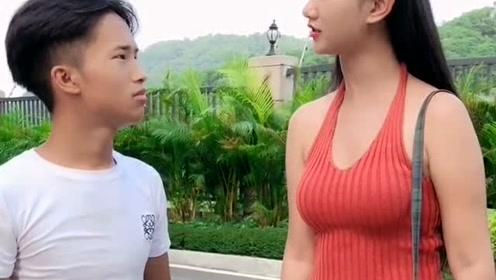 美女看不起小伙,为何要回心转意,小伙做了什么
