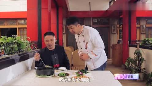 小伙在汤里喝出苍蝇,服务员给出的理由真的绝了