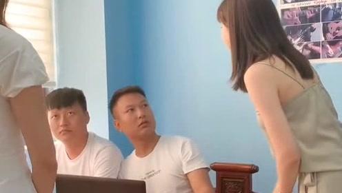美女好像误解了什么,老板可惨了,结局爆笑