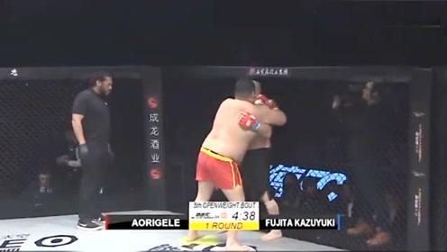 日本光头赛前动手挑衅?中国小伙一开局铁拳猛攻暴揍,瞬间被打服