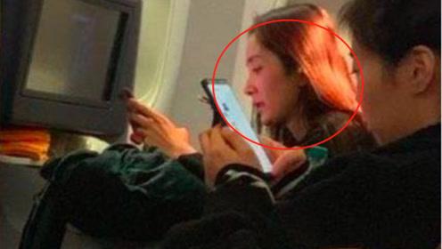 """杨幂坐飞机被偶遇,看清她真实身材后,网友:也就是个""""普通人"""""""
