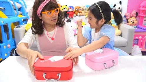 为坐上王子马车,小萝莉和姐姐玩开宝箱游戏,一开箱姐姐傻眼了!