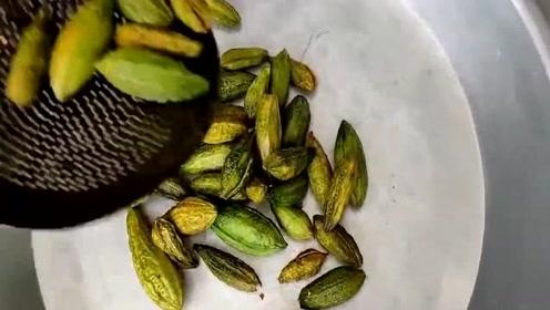 这一定是我见过最干净的印度美食,苦瓜直接扔油锅里炸,美味!
