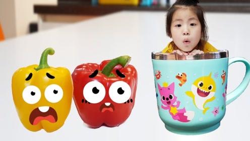 女孩的杯子里藏着秘密,杯子里好像另一个世界,有很多巨大的水果