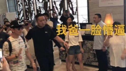 """网友酒店办婚礼林俊杰带保镖步入 一脸懵表示""""要加桌了"""""""