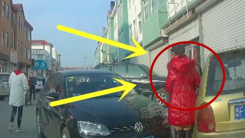 红衣女子直愣愣的站在车门后面,还好及时刹不住车,不然就惨了!