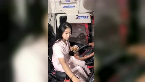 货车女司机朵朵,晚上开车实在太困了,只能用它来提下神了