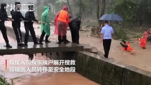 四川芦山强降雨致村庄被淹30余村民紧急转移