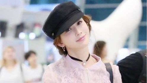 婚后的林志玲少女心爆棚 粉色外套搭配小皮裙俏皮可爱