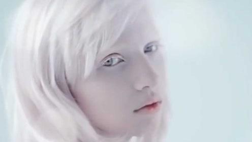 全世界最白的女孩像真人芭比 被千万粉丝视为女神