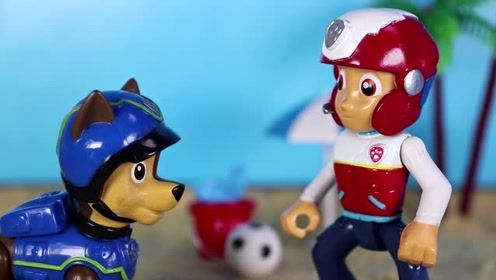 汪汪队今天想要放松一下 大家决定去海岛上玩沙滩足球 玩具故事
