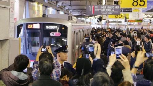 """为何日本人坐地铁时,绝不会给老人""""让座""""?原因实在是没想到!"""