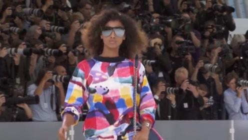香奈儿模特戴这样的墨镜走秀,眼睛肿了都不会被发现!