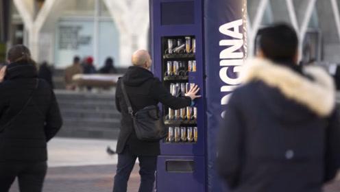 全球最欠揍的贩卖机,投币必卡壳,想喝饮料得先揍他一顿!