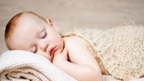 新生儿刚出生时的睡姿真的能影响头骨形状吗?