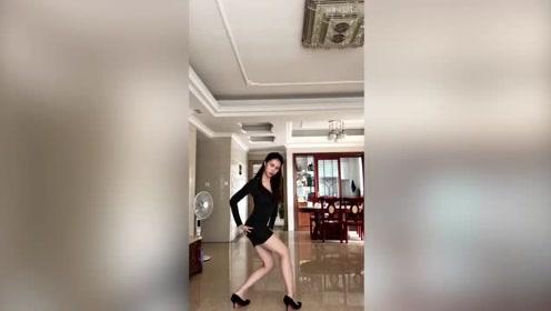 谁说父母在家不敢跳舞,这位小姐姐给你示范,父母在家也敢跳