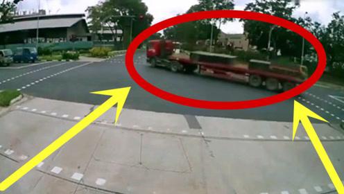 这一看就是新手,转弯不减速,老司机可都不敢这么玩!