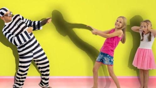 小萝莉和妹妹玩影子游戏,却在遭到了坏蛋的破坏,吓得妹妹不敢动
