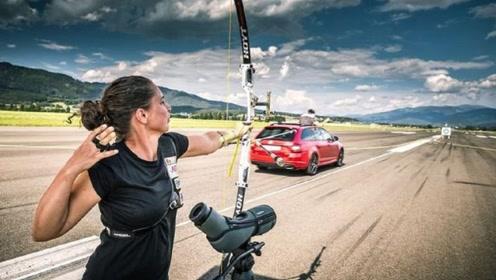 太刺激!时速215km的汽车上抓住射出的弓箭,还是老外会玩