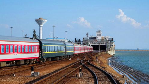 坐火车去海南要如何过海?看到过海的场面,感叹工程师的智慧!