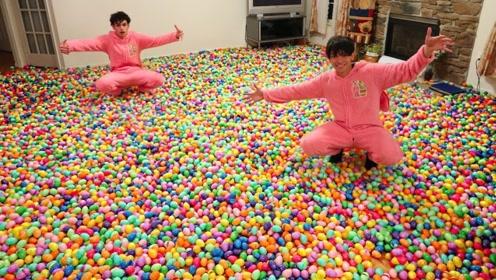 恶搞:熊孩子买10万个小彩蛋,铺满整个客厅,爸妈什么反应?
