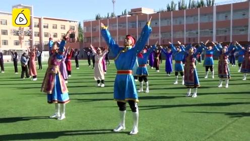中学生穿民族服再跳蒙古舞课间操